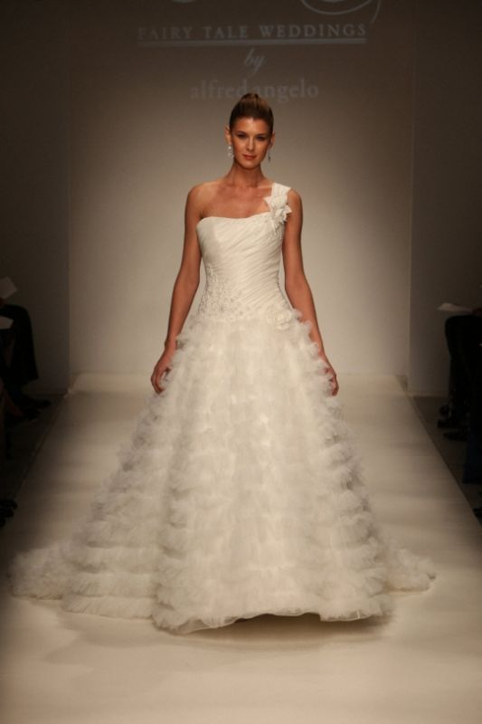 Thoughts on Alfred Angelo disney collection?