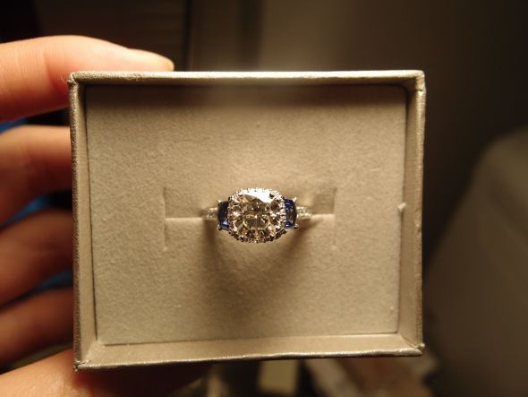 Here is my baby – Tacori 2628 Sapphire side stone E-ring