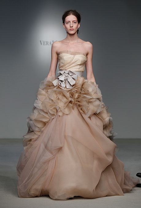 How much does this 2012 VERA WANG dress cost? Anybody know it?