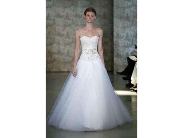 Monique Lhuillier Elle Size 2 wedding monique lhuillier elle tulle lace