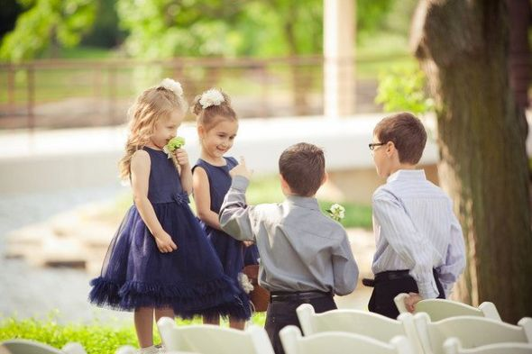 Flower Girls :  wedding blue dress flower girls flowers green navy navy dress white 389224 739767350107 1380595052 N