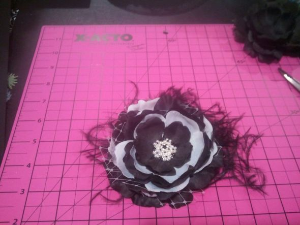 Hair Flower :  wedding hair flower black ivory diy 2012 03 052020 18 33
