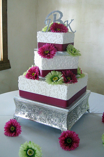 I think I really like the square wedding cake as opposed to the round layers