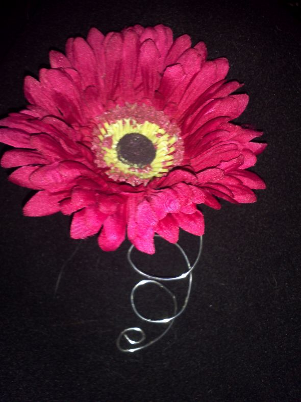 DIY Daisy Boutonniere wedding boutonniere daisy black pink silver flowers