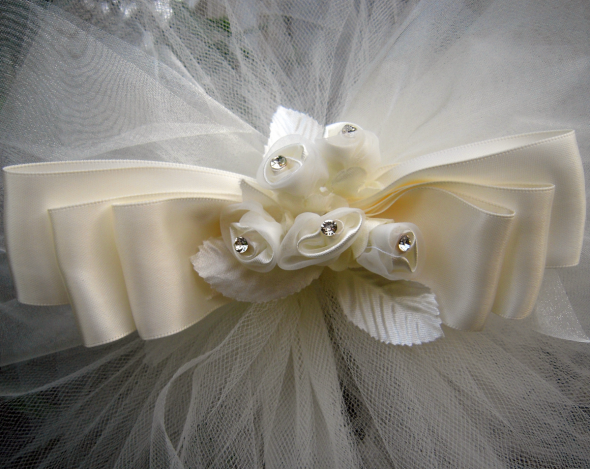 Bows are perfect for aisle decorations to hang on church pews or chairs