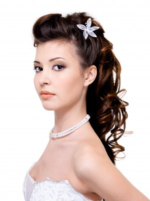 Half up hair styles with a vintage inspiration wedding half up hair