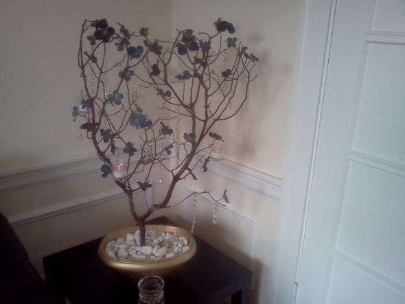 and crystal strands and blue flowers that can be detash Manzanita