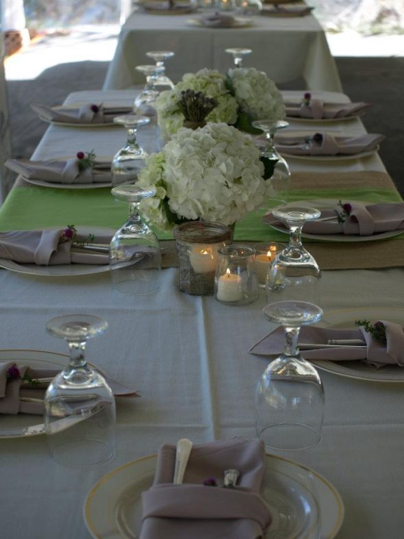 These table runners are made of burlap and an apple green fabric