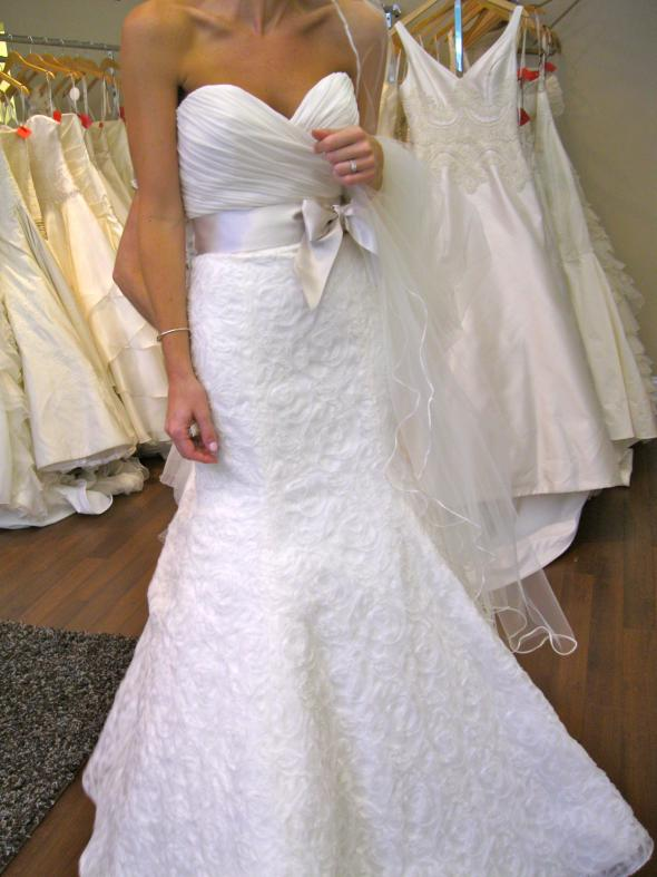 My Jim Hjelm dress! :  wedding dress ivory jim hjelm IMG 0086