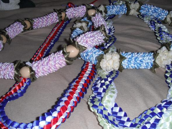 I'm making these leis for some guests. What do you think? :  wedding diy DSCF1211