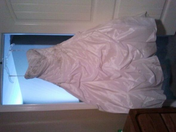 FS: Alfred Angelo 2104 **PIC HEAVY** :  wedding dress Dress2