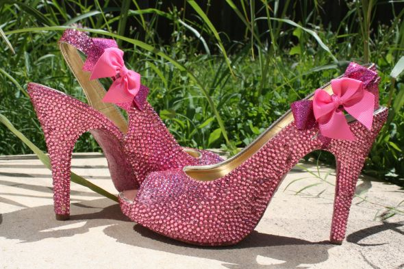 My pretty in pink DIY Swarovski shoes are DONE! <3 Take a peek ;op