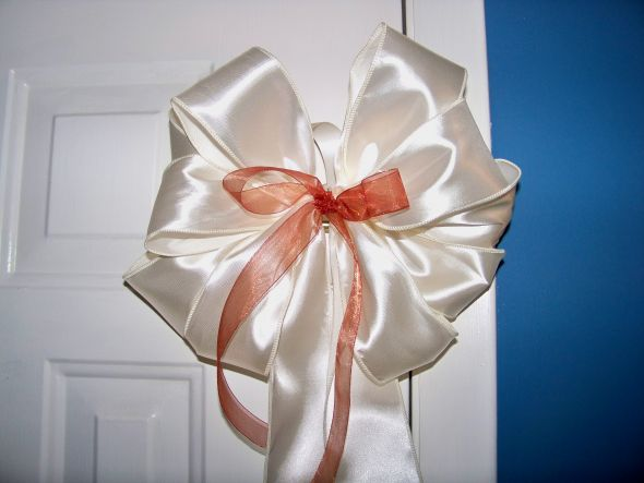 Took about 5 minutes to make this bow at a cost of about 2 for one DIY