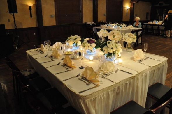traditional wedding table settings