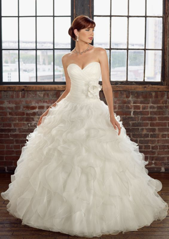 possible wedding dress..what does everyone think :  wedding black white Dress1