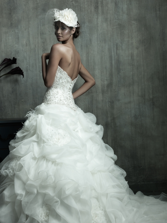 Couture Wedding Dresses Spring 2011 This strapless Organza ball gown