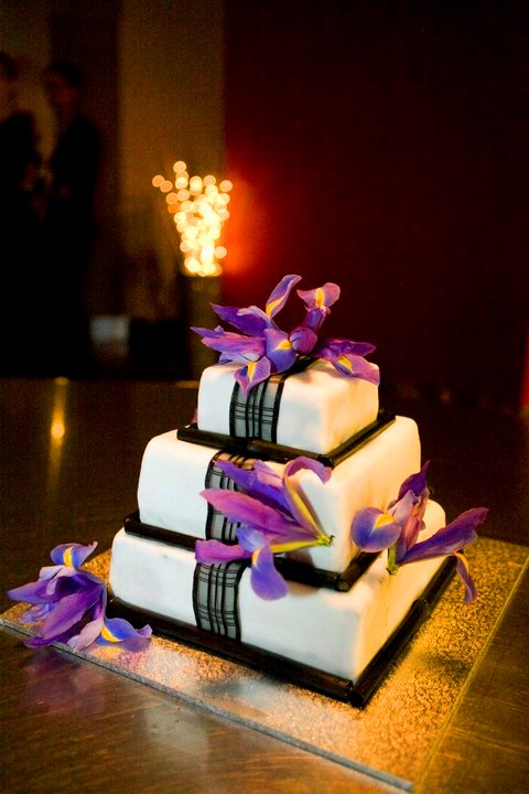 DIY Wedding Cake wedding diy wedding cake black purple ivory cake