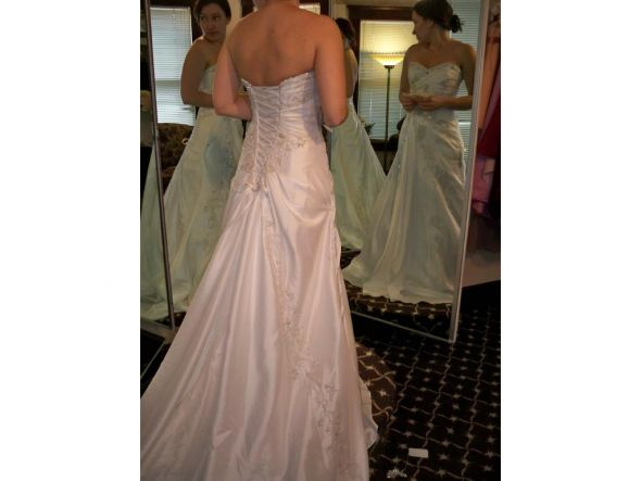 I 39m not skinny or tan haha Please HELP me pic my shoes wedding Dress2