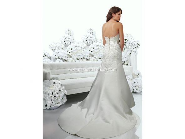 I have a wedding brand new dress size 6 Diamond white never been worn for