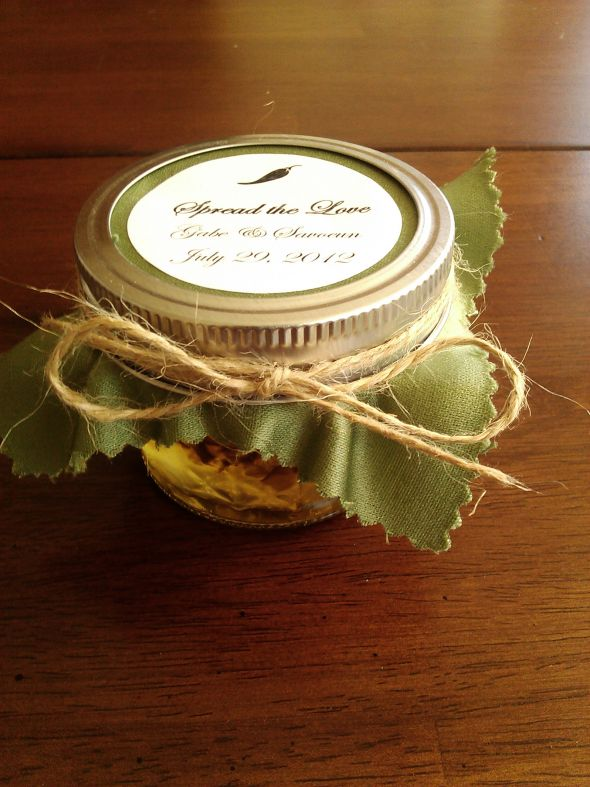 DIY: Jalapeño jam wedding favors