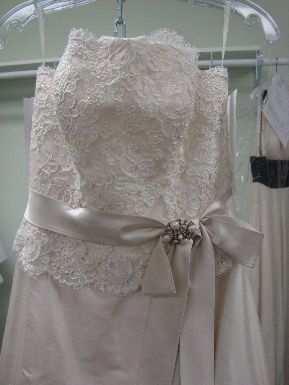 Lace Ivory Wedding dress wedding dress ivory lace red Paloma Blanca