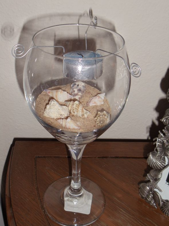 Wine glass centerpiece weddingbee photo gallery for Do it yourself wine glasses