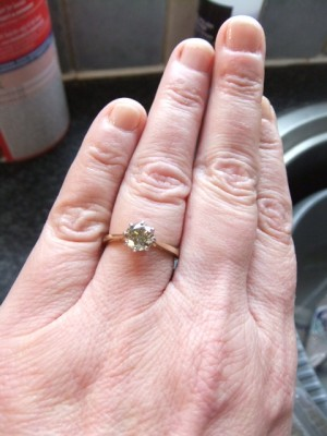 Diamond in different lighting wedding ring diamond lighting DSCF3143