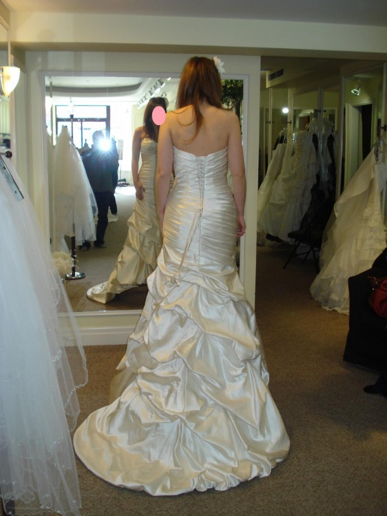 Dress too small in hips what can i do for Wedding dresses for big hips