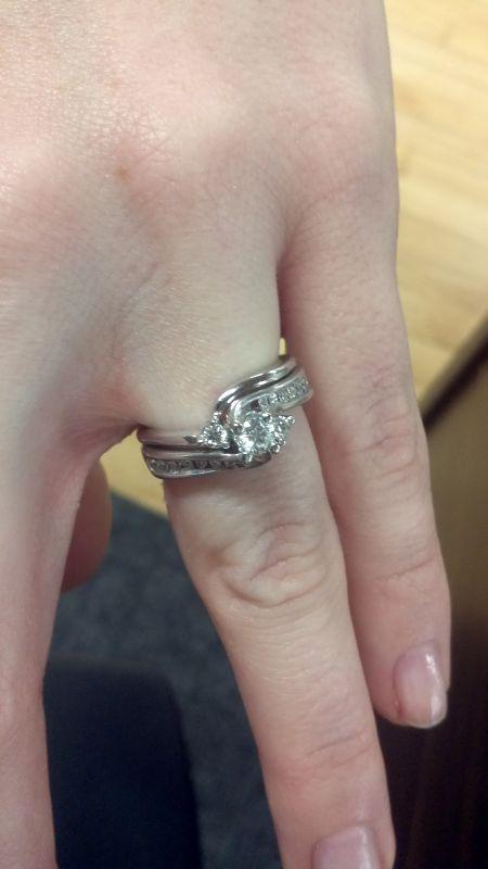 Who has interlocking rings