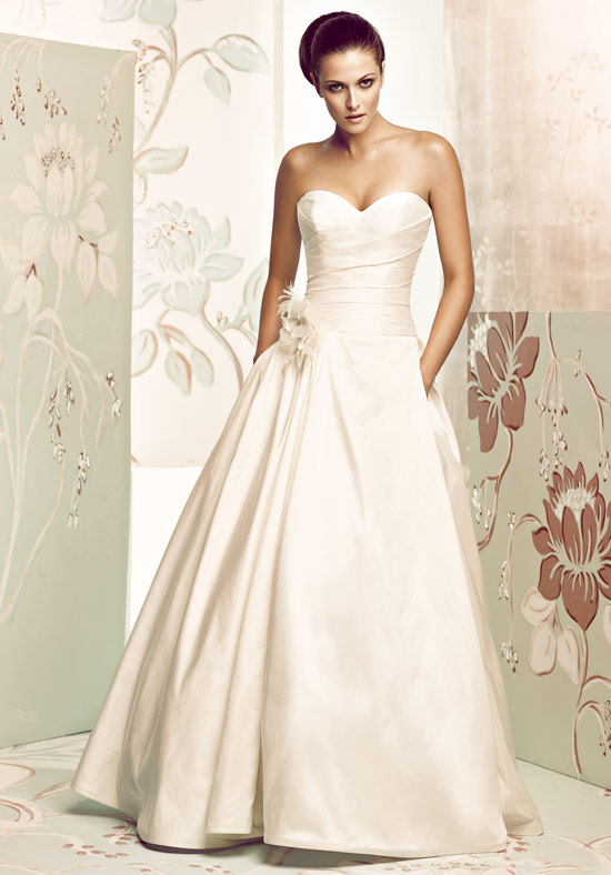 Anyone also wearing Paloma Blanca 4165??? Pictures please!!