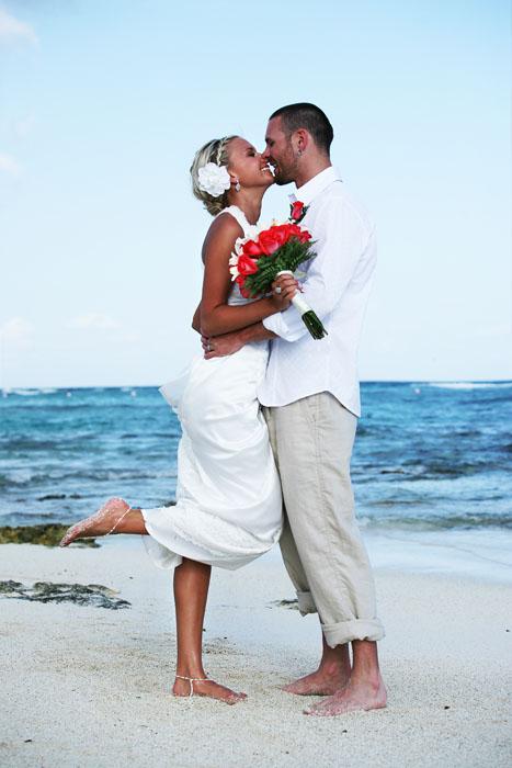 What kind of wedding wedding Beach Wedding Couple 4 months ago