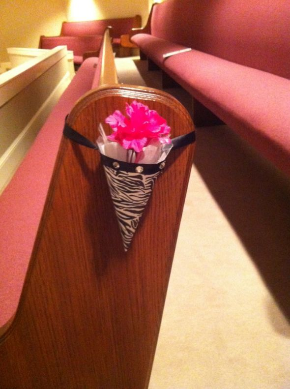 Klaudias blog hand held stem bouquet with white roses and purple zebra pew cones wedding pew cone zebra aisle decoration black pink white junglespirit Images