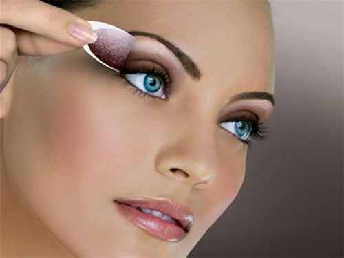 To Keep Your Eye Makeup Long Lasting