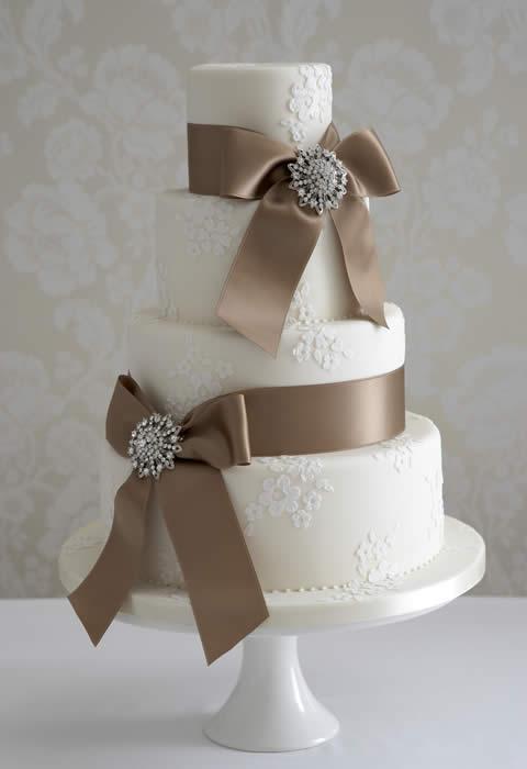 Show me your fondant free Lace themed wedding cakes please :) : wedding cake food lace Antiquebroochweddingcake
