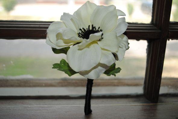 SILK ANEMONE FLOWER BOUTONNIERES