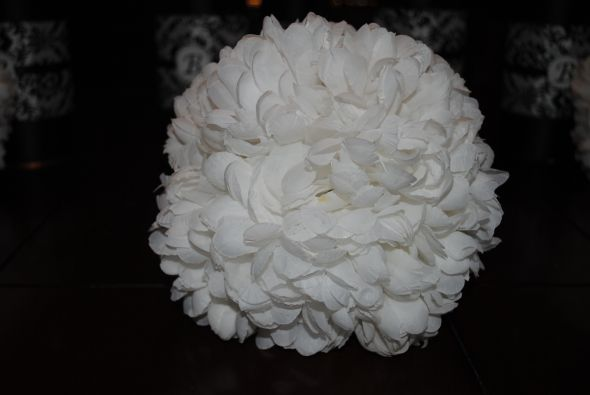 CRYSANTHEMUM FULL BALL TABLE DECORATIONS