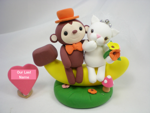 Who wants a Monkey and Kitten sitting on their cake?!