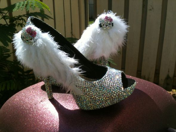 My HELLO KITTY FEATHER CRYSTAL SHOES :  wedding HELLO KITTY1