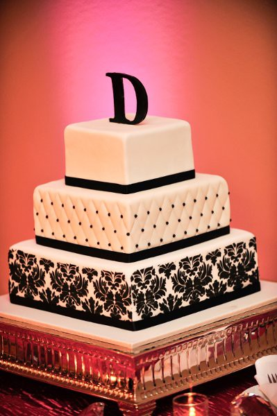 Cake Inspiration :  wedding black damask white Cake1