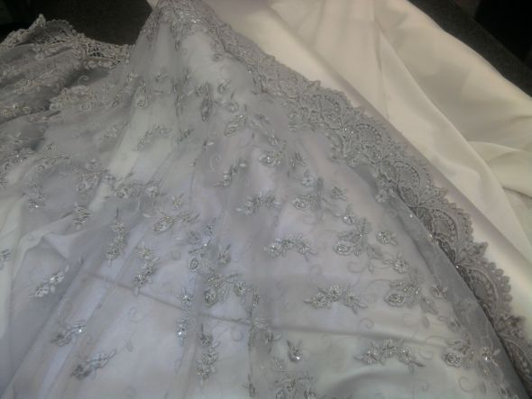 The material for my Gray Wedding Dress :  wedding dress gray inspiration lace silver Photo0662