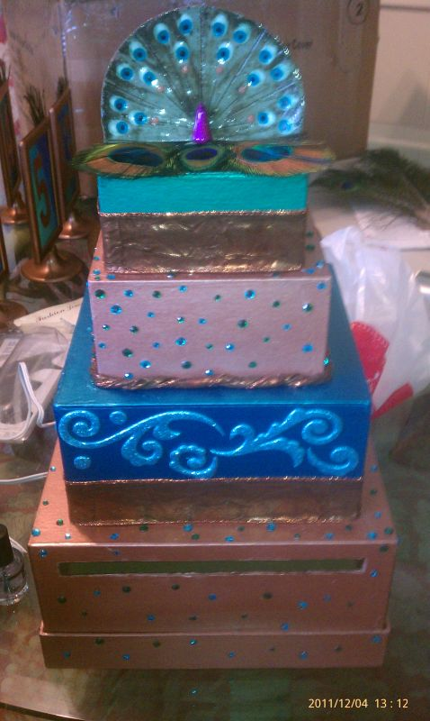 runners are teal and dark bluecake base is handmade