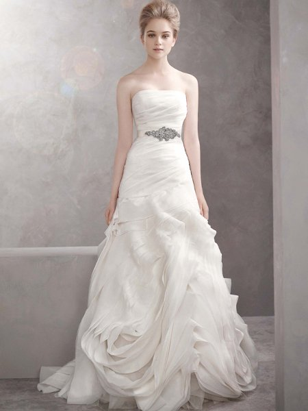 I am selling this gorgeous white by vera wang dress in size 6 ivory color