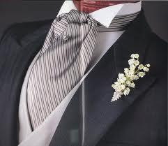 Вот шейный платок мне нравится, только его выбрать трудно под костюм.