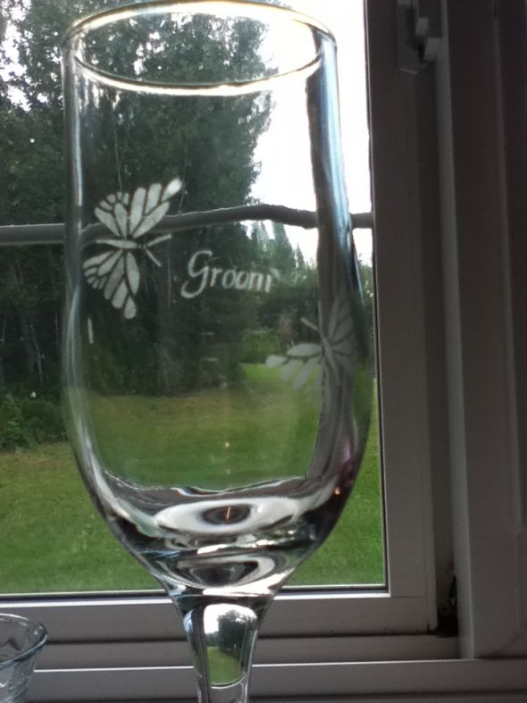 Diy etched wine glasses weddingbee photo gallery for Do it yourself wine glasses