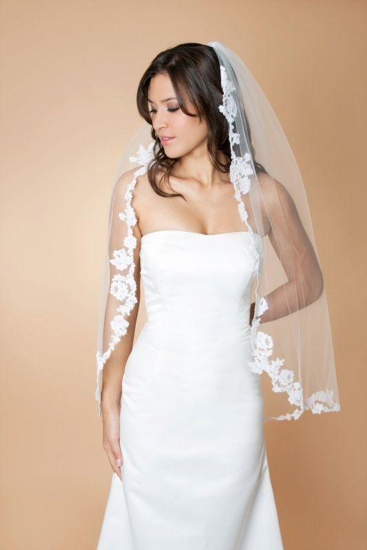 Floral Lace Applique Veil – Does this type of veil go with my dress??