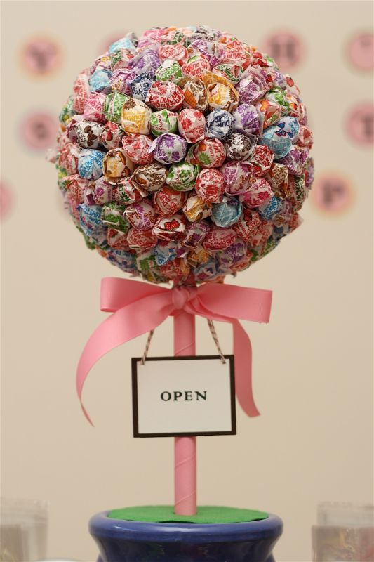 Candy Buffet Dum Dum Wreath | Weddingbee DIY Projects