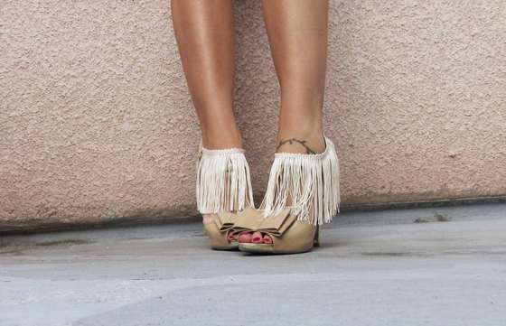 DIY Fringe: Sew velcro to fringe to add to any shoe! :  wedding diy fringe shoes 3661888888 41a0f4ffbf O