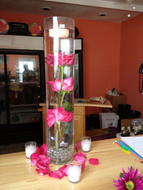 Best flowers for submerged centerpiece show me yours