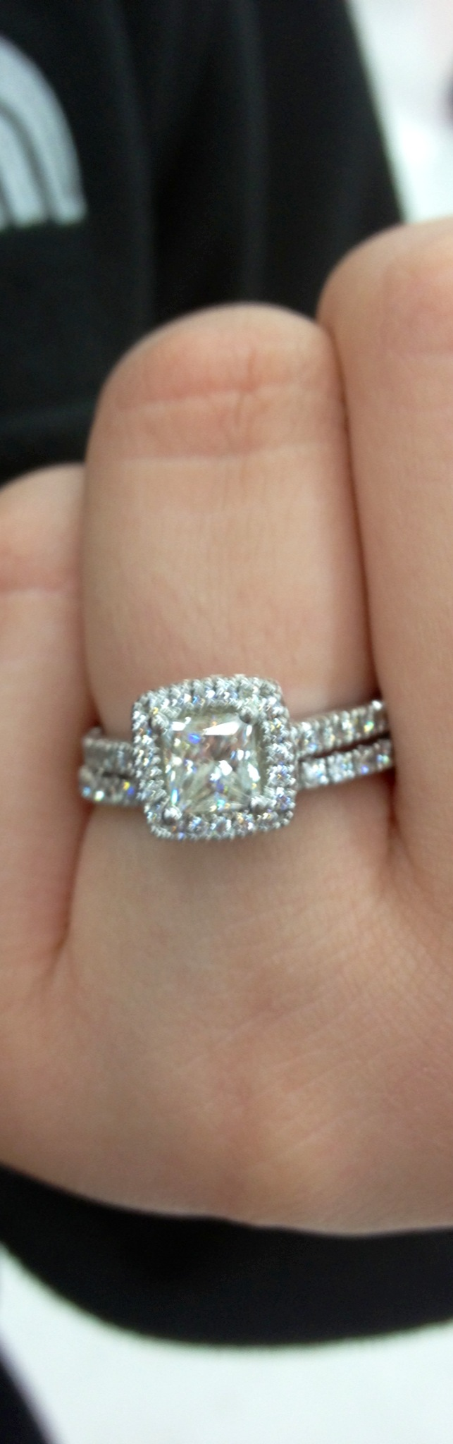 With Kay Jewelers, the company will not actually buy back a ring or another piece of jewelry that a customer has purchased from them, but they do have some options available that does allow the customer to return their purchase and obtain another piece of jewelry that better fit their needs.