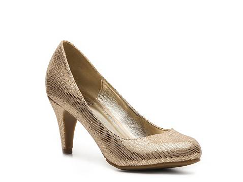 Find a great selection of the latest trends in women's name brand heels & pumps. Step out with designer heels & pumps from Stein Mart today.